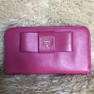 💕Super Cute Prada Wallet!🥰🥰